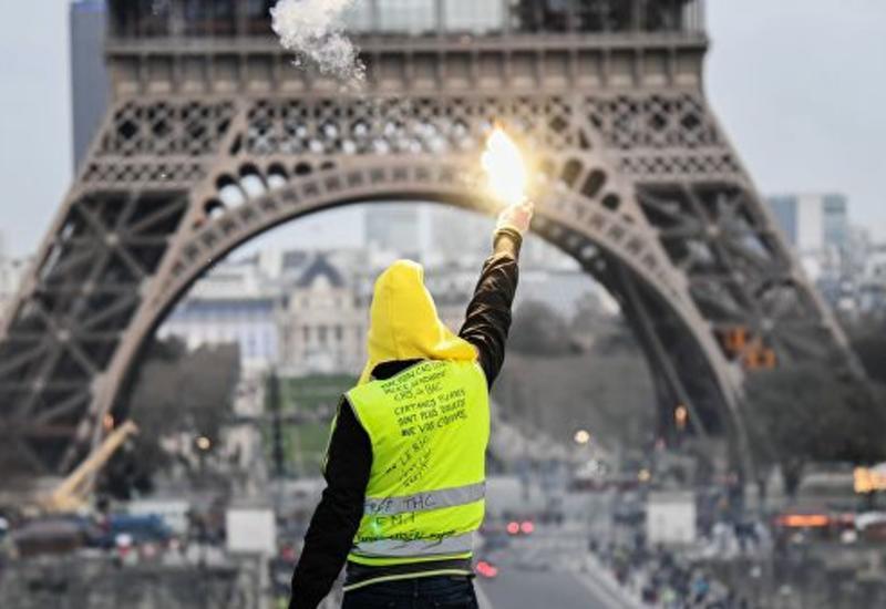 """Французских полицейских будут судить за насилие над """"желтыми жилетами"""""""