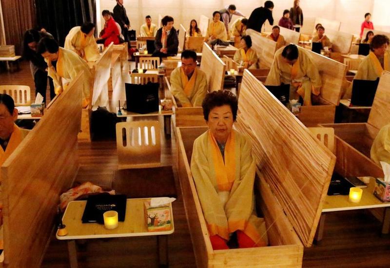 В Южной Корее заживо похоронили 25 тысяч человек