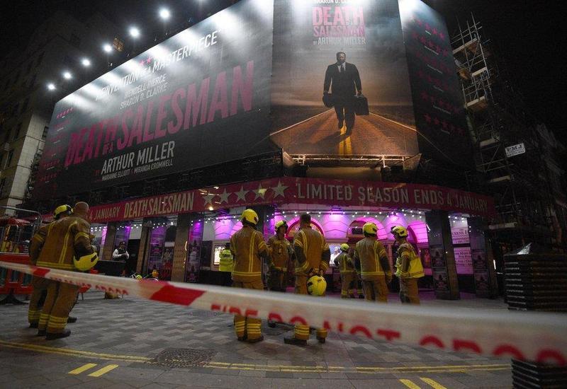 Потолок рухнул на головы зрителей в театре Лондона, есть пострадавшие