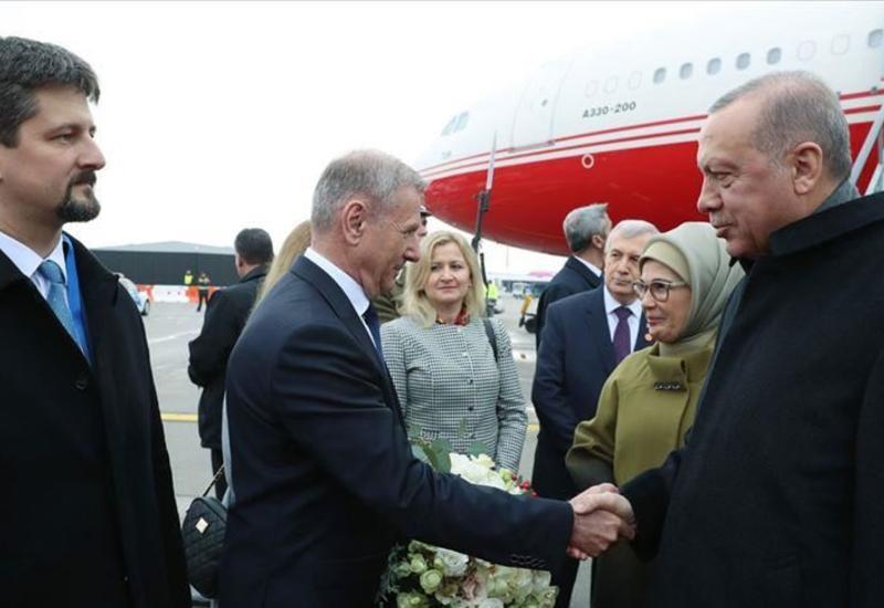 Президент Турции прибыл в Венгрию с официальным визитом