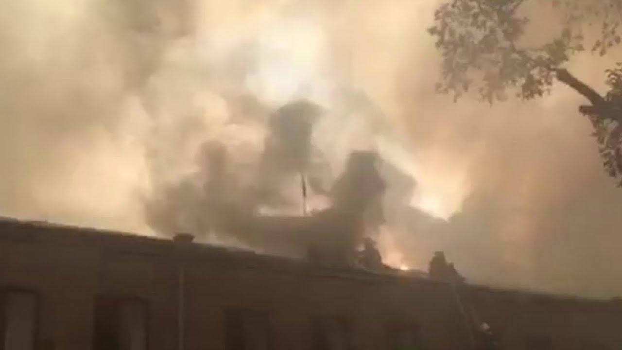 В Ереване горит здание парламента Армении