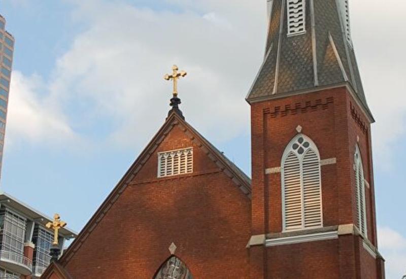 Французская церковь выплатит компенсации жертвам священников-педофилов