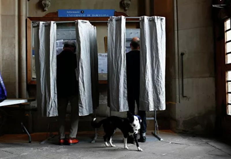 В Испании на избирательном участке задержали вооруженного мужчину