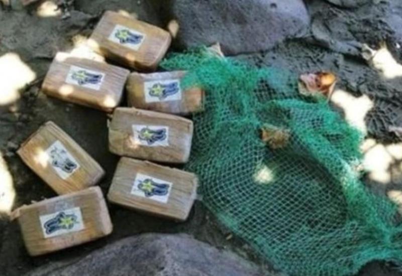 Францию штормит от кокаина: из моря выбросило на берег 150 кг наркотика