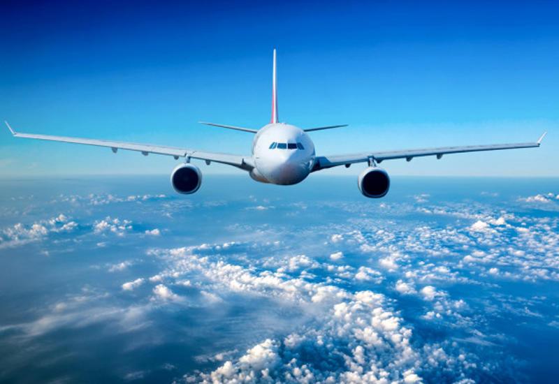 Почему самолет летит навысоте 10километров