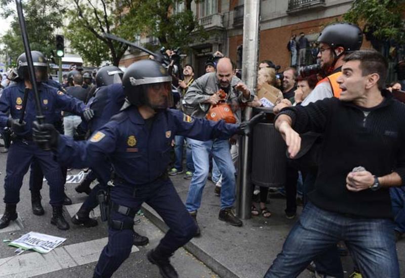 Сепаратисты в Испании заблокировали дорогу на границе с Францией