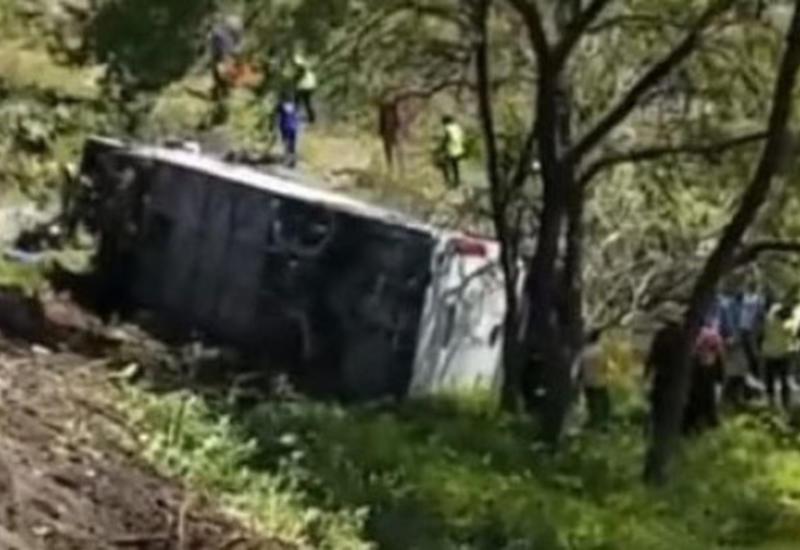 Автобус рухнул в пропасть в Перу: 6 погибших, десятки пострадавших