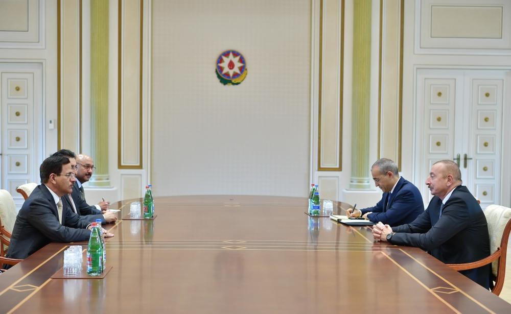 Президент Ильхам Алиев принял делегацию во главе с министром экономики ОАЭ