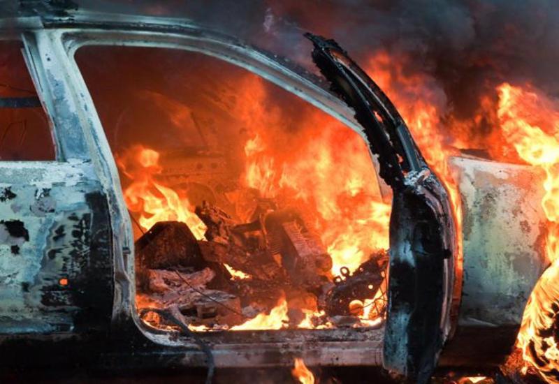 В Гяндже совершен поджог автомобилей