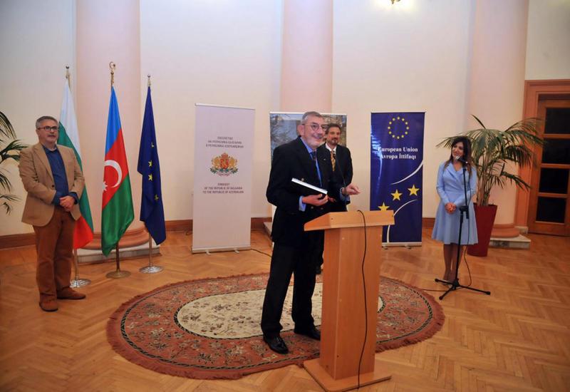 В Баку открылась выставка известного болгарского фотографа