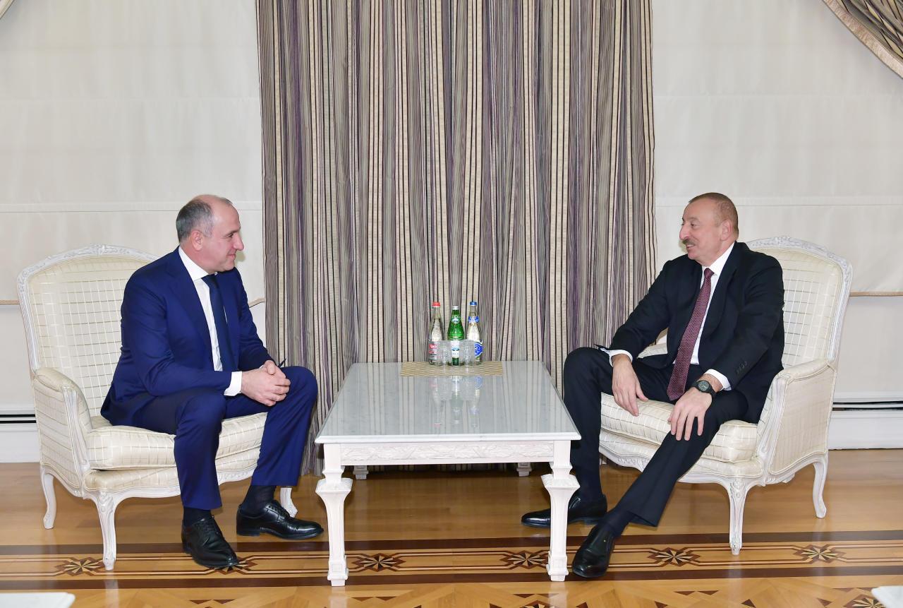 Президент Ильхам Алиев принял делегацию под руководством главы Карачаево-Черкесской Республики РФ