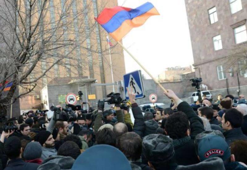 Армянские радикалы атаковали российское посольство