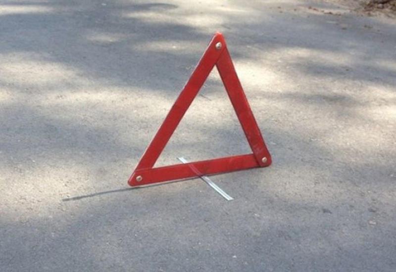 В Баку такси сбило пешеходов, есть погибший и пострадавший