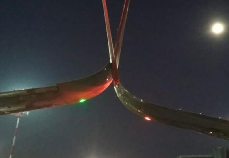 Опубликованы кадры с места аварии в Шереметьево, где самолет задел другой лайнер
