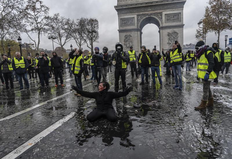 """Протесты """"желтых жилетов"""" обошлись Франции в 2,5 миллиарда евро"""