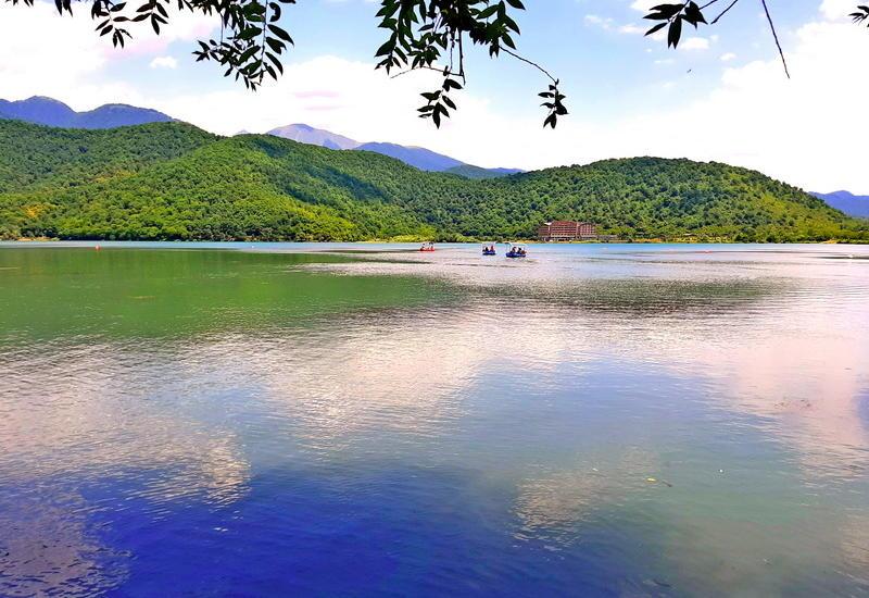 Умиротворяющая природа и неповторимая красота у озера Нохур
