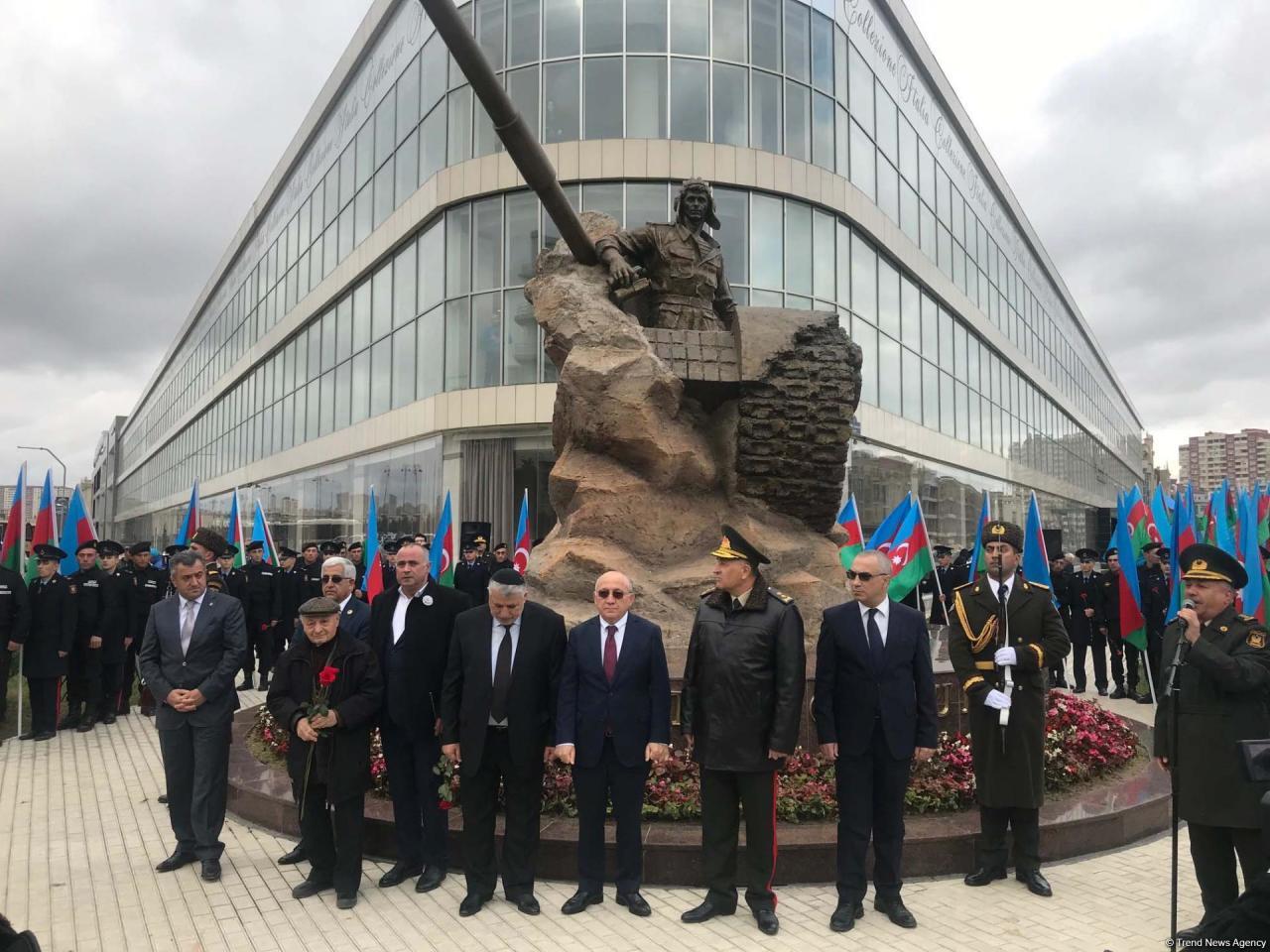 В Баку открыли памятник Национальному герою Азербайджана Альберту Агарунову