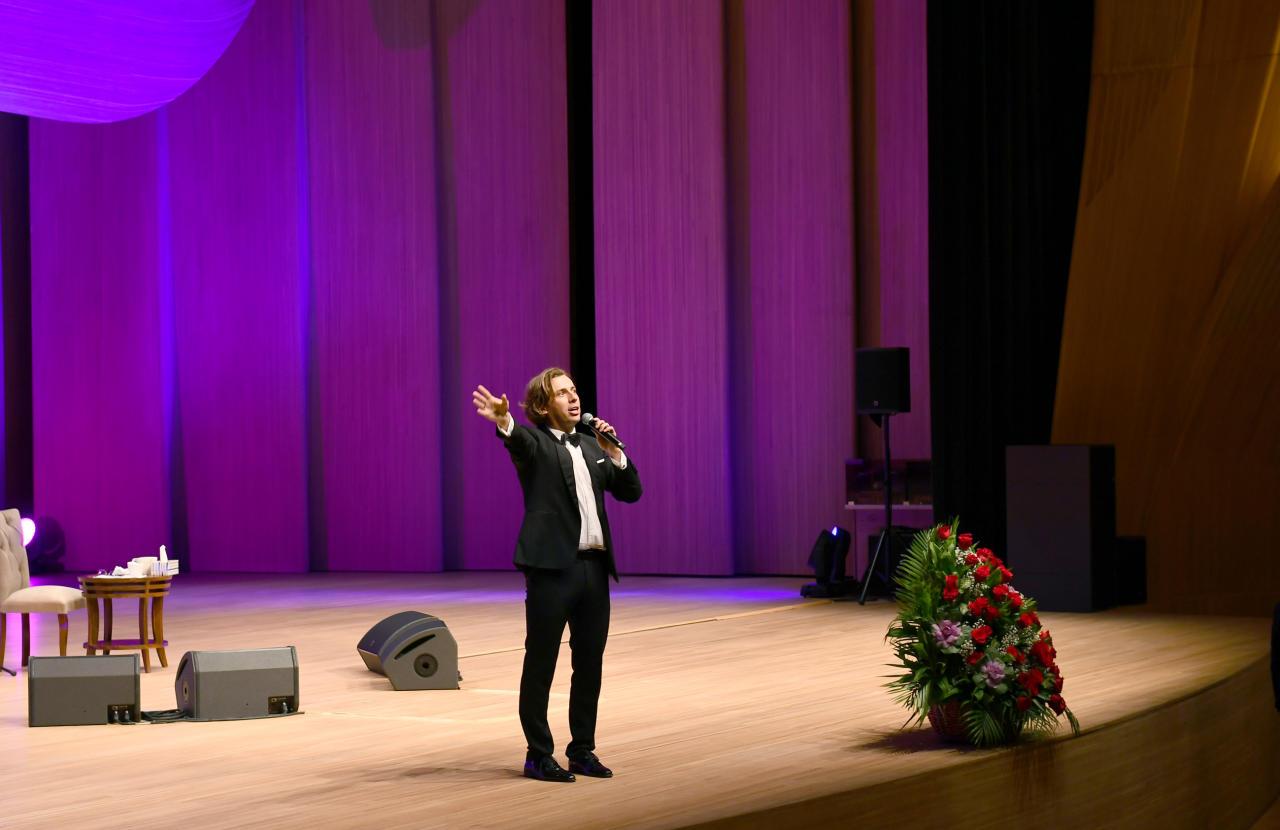 Президент Ильхам Алиев и Первая леди Мехрибан Алиева присутствовали на творческом вечере Максима Галкина в Центре Гейдара Алиева