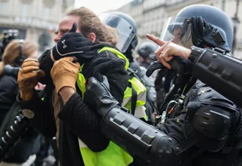 В Париже задержали более 100 человек