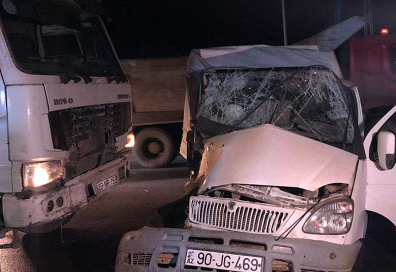 Bakıda 2 yük avtomobili toqquşdu: sürücünün oğlu öldü