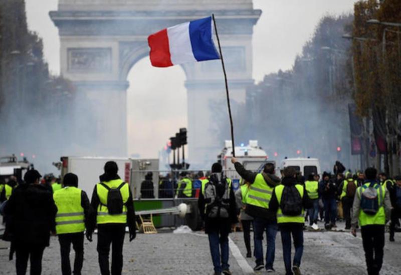 """В Париже запретили манифестацию """"желтых жилетов"""""""