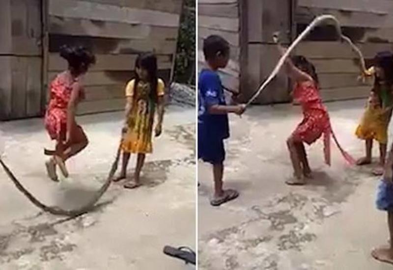 Дети использовали змею вместо скакалки