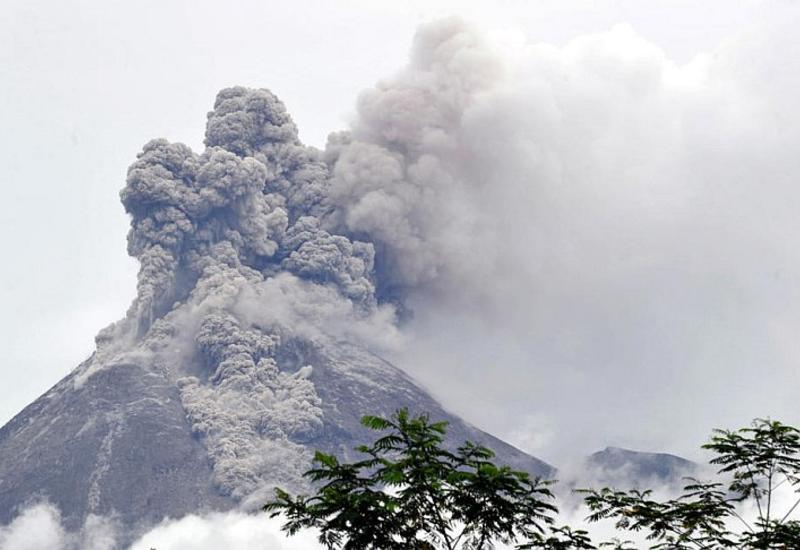 В Индонезии зафиксировали извержение самого активного вулкана