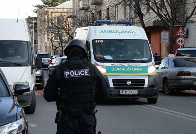 В Тбилиси оппозиционеры перекрыли входы в парламент