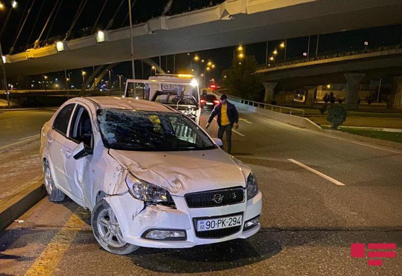 Bakıda avtomobil körpüdən aşıb - Sürücü tapılmır - FOTO