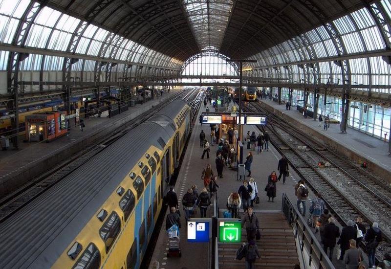 В Амстердаме за три дня построили железнодорожную станцию