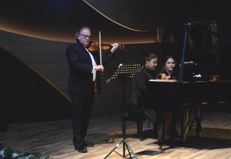 Микс из джаза, танго и классики на сцене Центра мугама
