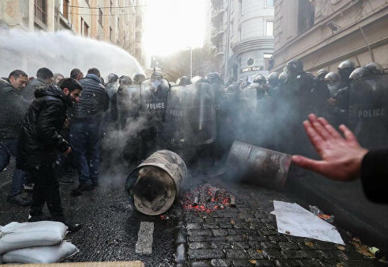 Все входы в грузинский парламент разблокировали