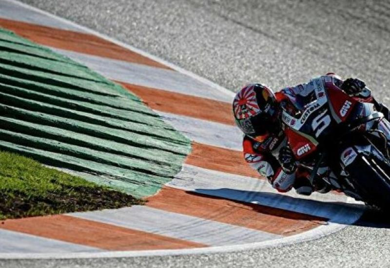 Несущийся на полной скорости мотоцикл сбил гонщика