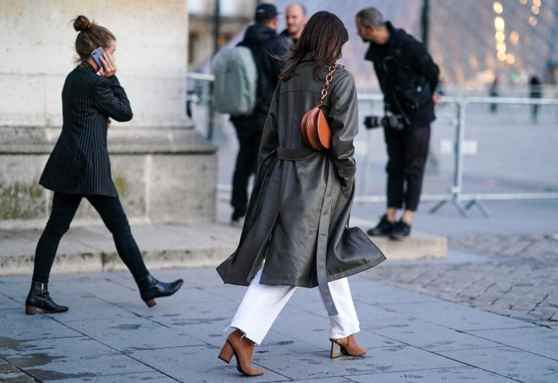 С какой обувью носить светлые джинсы в конце осени?