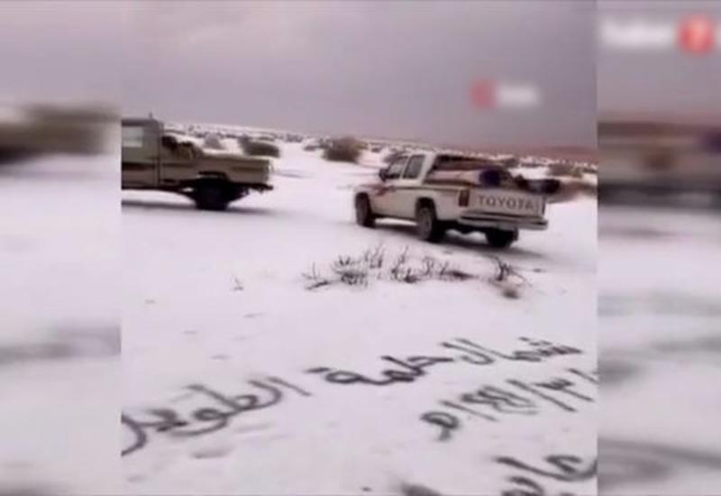 В Саудовской Аравии выпали снег и град