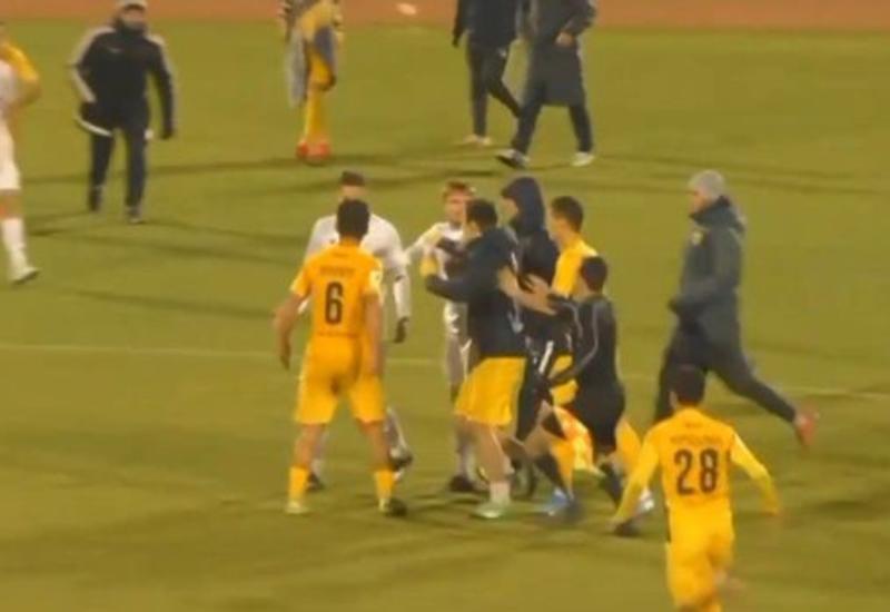 Матч с участием дагестанской команды завершился массовой дракой