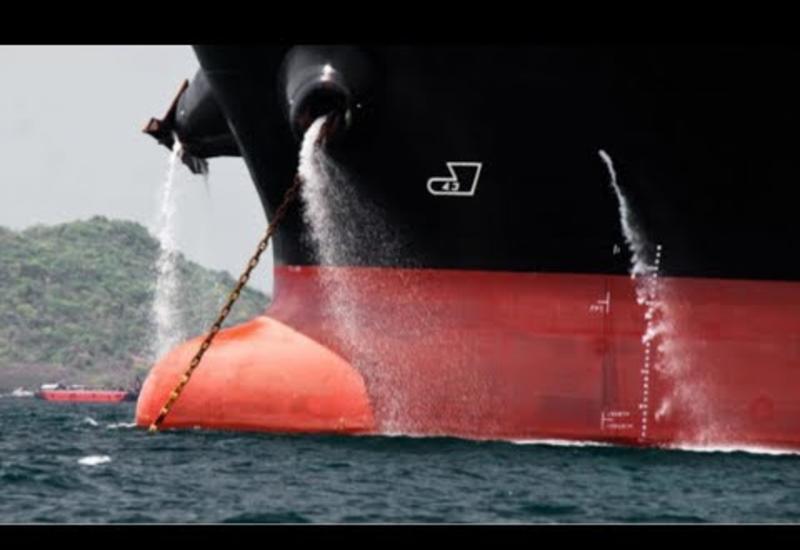 Мало кто знает, почему из борта корабля бьет фонтаном вода