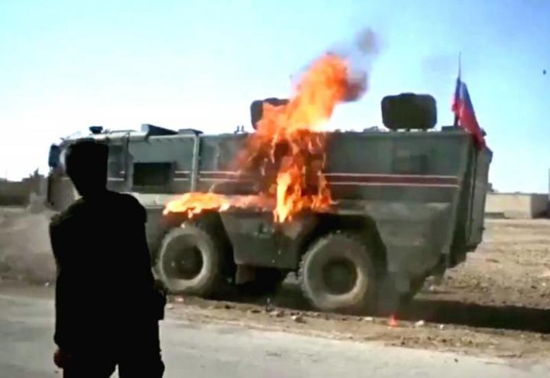 В Сирии курды подожгли российский военный патруль