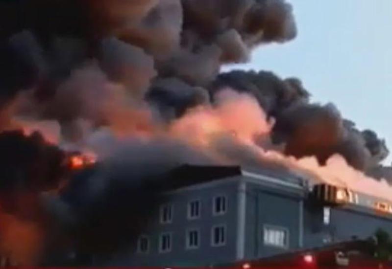 Сильный пожар в Стамбуле, есть погибший