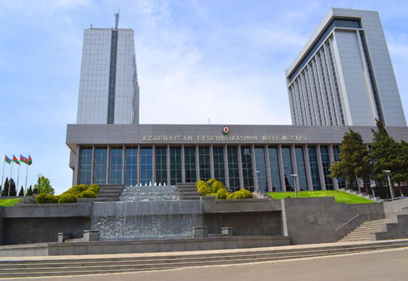 Азербайджанские депутаты едут на пленарное заседание ПА СНГ