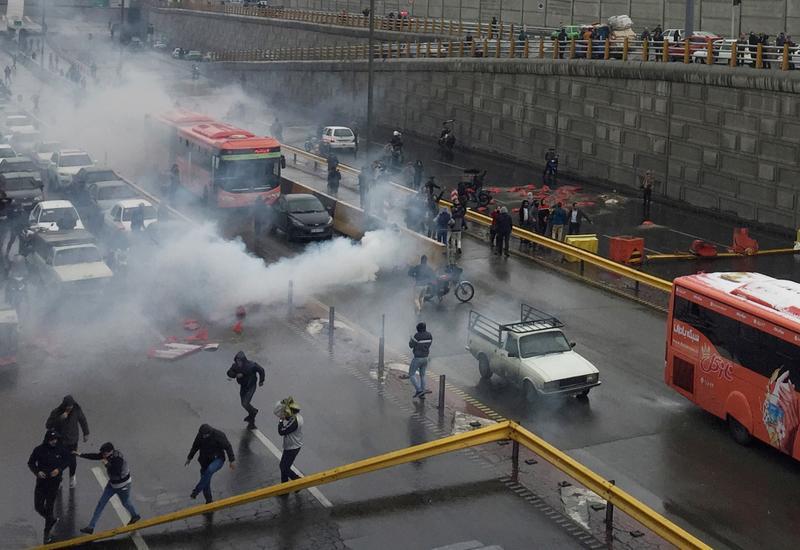 Беспорядки в Тегеране, погибли правоохранители