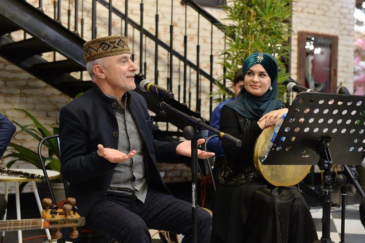 """В Бакинском книжном центре прошел музыкально-поэтический вечер """"Sığmazam"""""""