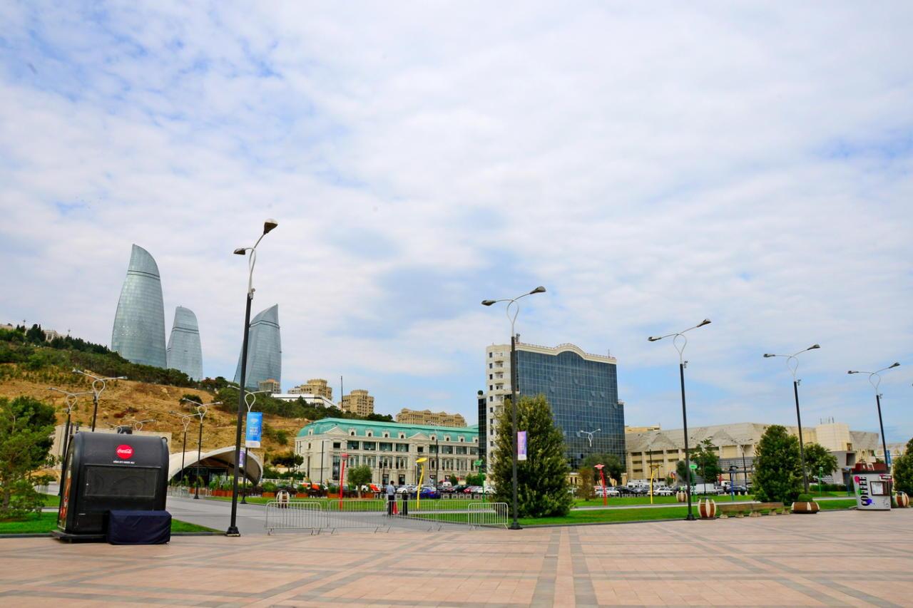 Неповторимые краски Бакинского бульвара, которыми не устаешь восхищаться
