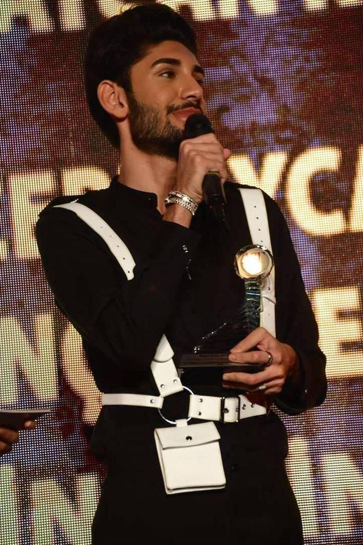 Азербайджанский певец удостоен в Турции престижной награды