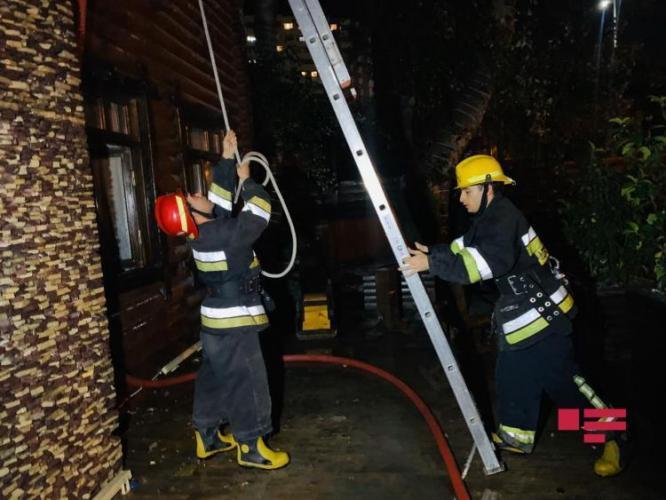 В Баку в известном ресторане произошел пожар