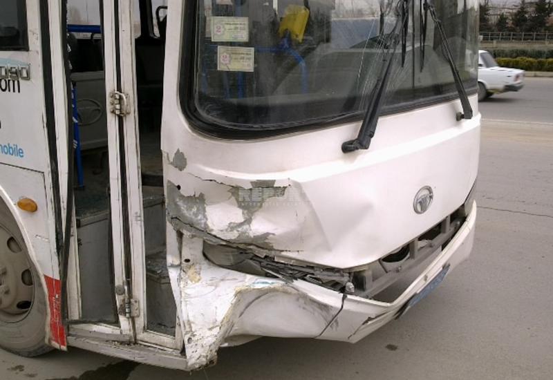 В Баку столкнулись автобусы, есть пострадавшие