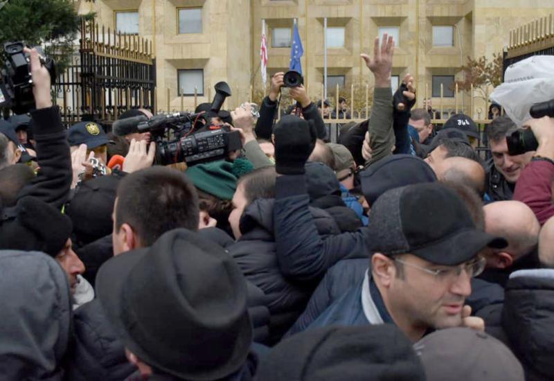 Перед зданием правительства Грузии проходит акция протеста