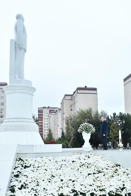 Президент Ильхам Алиев посетил памятник Общенациональному лидеру Гейдару Алиеву в Сумгайыте