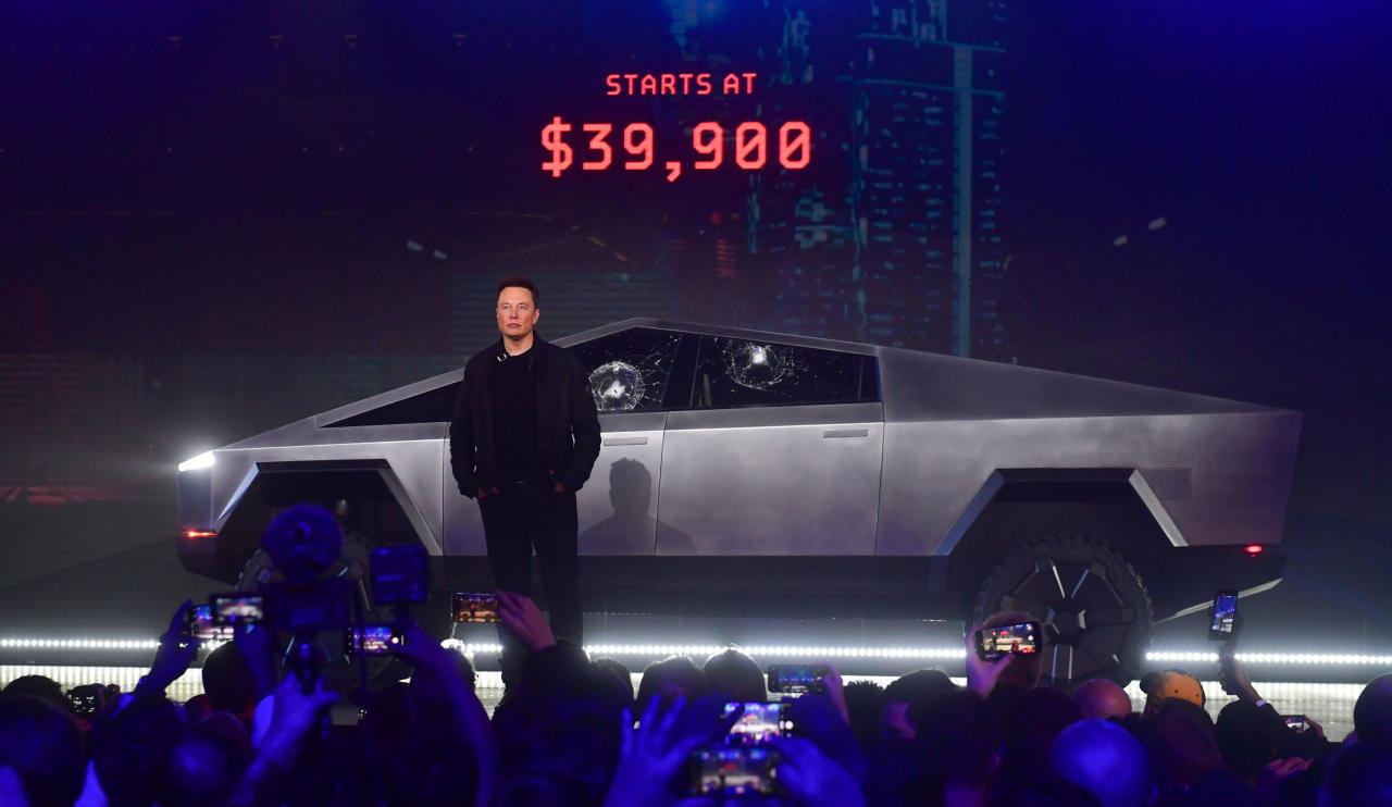 Илон Маск представил новый, пуленепробиваемый автомобиль
