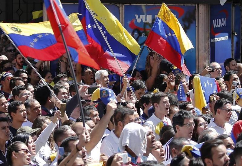 В Колумбии манифестанты закидали камнями правительственные здания